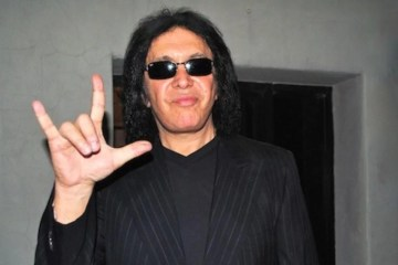 Gene Simmons de Kiss, es acusado de agresión sexual. Cusica Plus.