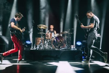 Muse se presentó en el Royal Albert Hall y estrenó temas de su último disco en vivo. Cusica Plus.