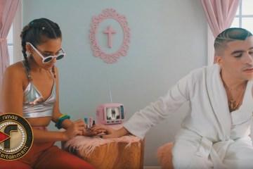 """Bad Bunny muestra su nuevo estilo en el videoclip de """"Caro"""". Cusica Plus."""