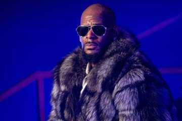 R. Kelly espera que una disquera quiera publicar su nuevo disco. Cusica Plus.