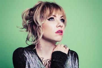 Carly Rae Jepsen comparte dos nuevos temas de su próximo disco. Cusica Plus.