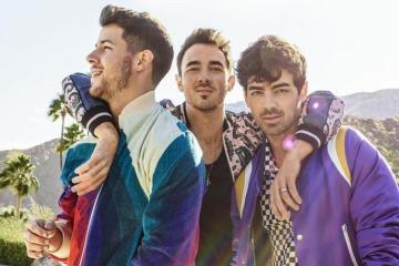 """Los Jonas Brothers publican su primer tema en cinco años titulado """"Sucker"""". Cusica Plus."""