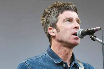 "Noel Gallagher se para entre Bowie e INXS con ""Black Star Dancing"". Cusica Plus."