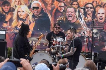 Dave Grohl tocó la batería durante concierto en homenaje a Ronnie James Dio. Cusica Plus.