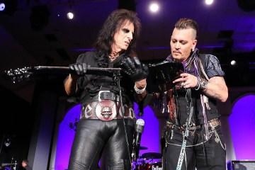 Steven Tyler y Marilyn Manson se subieron al escenario con la banda de Johnny Depp para tocar juntos. Cusica Plus.