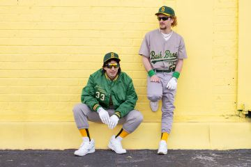 Los Lonely Island comparten disco sorpresa inspirado en Mark Mcgwire y José Canseco . Cusica Plus.