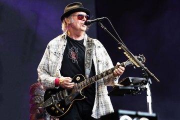 Neil Young y Crazy Horse, publicarán el primer disco en siete años. Cusica Plus.
