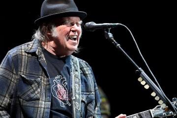 Neil Young afirma que está trabajando en 15 proyectos cinematográficos diferentes. Cusica Plus.