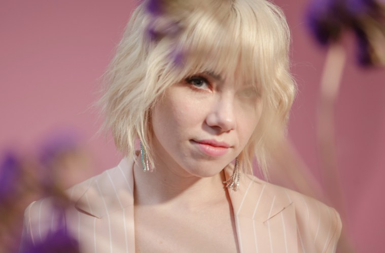 Carly Rae Jepsen comparte el videoclip de su tema 'Want You In My Room'. Cusica Plus.