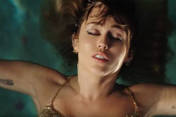 Miley Cyrus publica el video de 'Slide Away' - Cúsica Plus