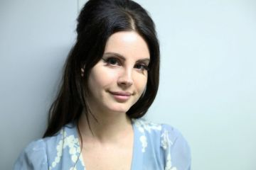 Lana Del Rey cantó en vivo 'I Will Follow You Into the Dark' de Death Cab For Cutie. Cusica Plus.