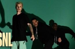 Justin Bieber llegó al Saturday Night Live para cantar 'Yummy' en vivo. Cusica Plus.