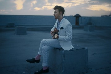 'Let's Fall In Love for the Night' de FINNEAS, ya cuenta con videoclip. Cusica Plus.