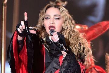 Madonna canceló fechas en París, tras lesionarse en caída en el escenario. Cusica Plus.