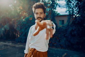 Camilo estrena su disco debut 'Por Primera Vez'. Cusica Plus.