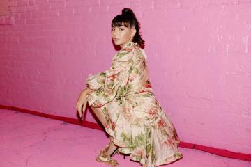 Escucha 'How I'm Feeling Now', el nuevo disco de Charli XCX. Cusica Plus.