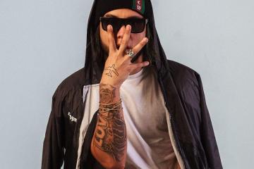 Adso Alejandro estrena su nuevo sencillo 'Como Si Nada'. Cusica Plus.