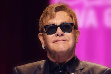 Reino Unido le otorga a Elton John su propia moneda oficial. Cusica Plus.