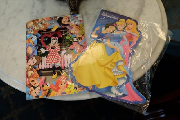 香港ディズニーランド_グランドマーシャルズ(パレードの先頭車で手を振る役)体験_ミニーちゃんの生写真とプリンセスのノート
