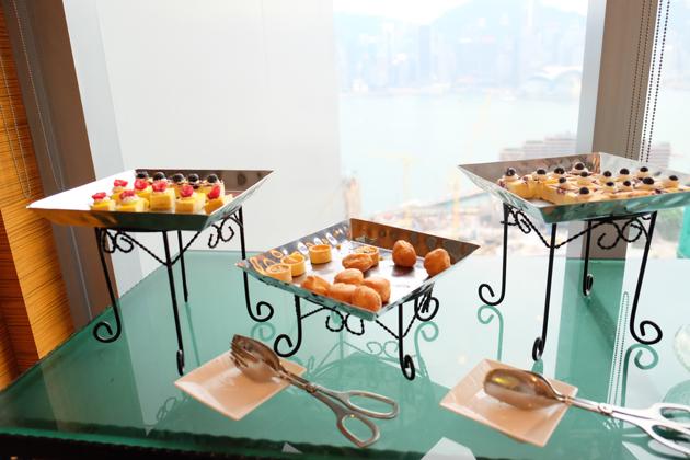 ホテルパノラマバイロンバス_ラウンジのカクテルタイム_このお菓子はいつも置いてあった