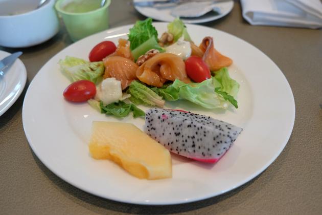 ホテルパノラマバイロンバス_クラブロンバスの朝食_38F_スモークサラダがおいしい