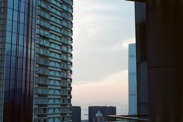 Olympus_OM-1_×_Kodak_SUPERGOLD400_in香港_ホテルから_夕暮れ
