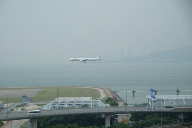 航空探知館_Aviation_discovery_center_着陸機がみえる2