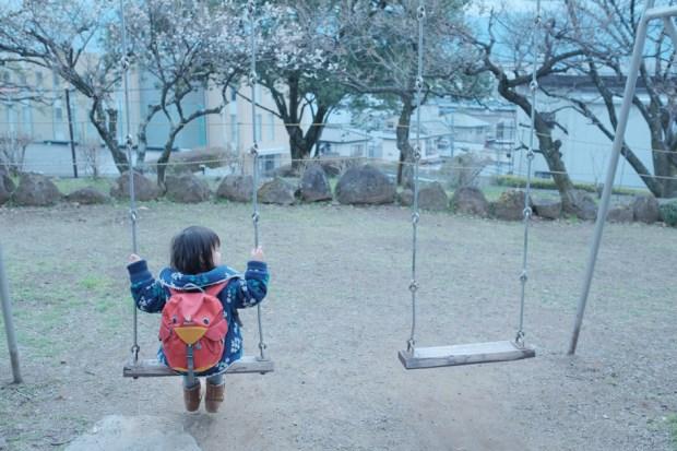 少女の少女の春休み_ブランコ