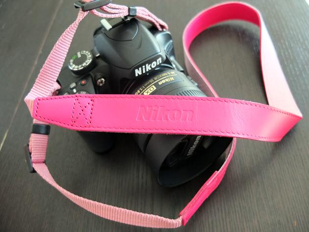 Nikon D3200のストラップ購入 ショッキングピンク
