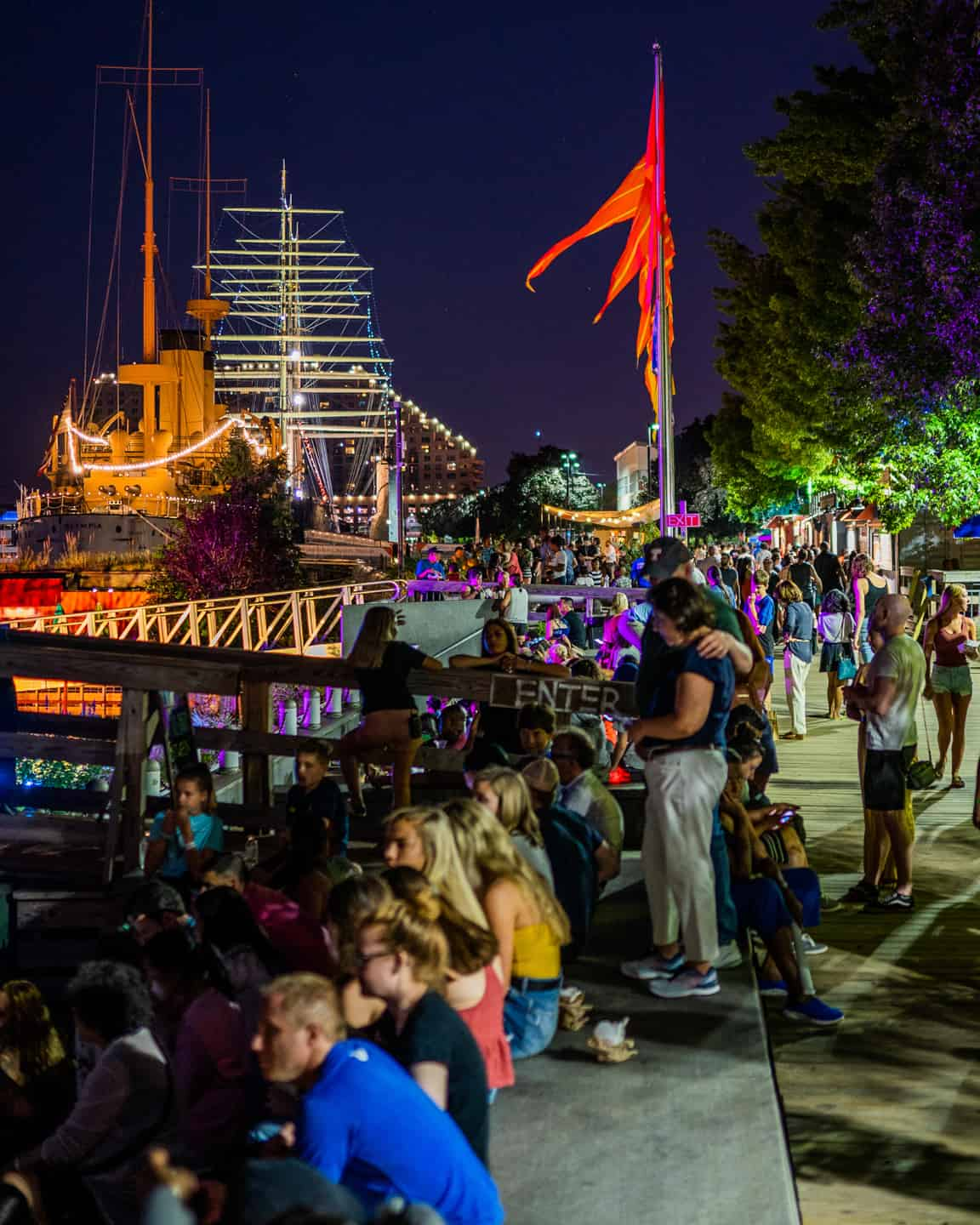 Photo of Philadelphia Landmark - Spruce Street Harbor Park