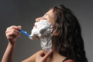 vrouwen scheren