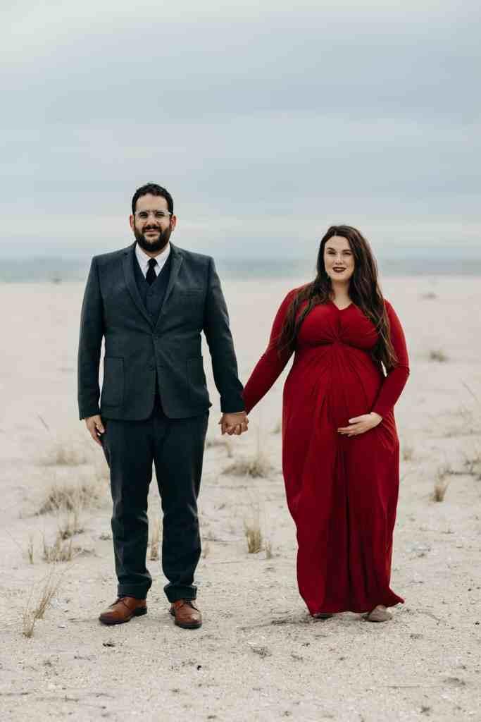plus size pregnant couple