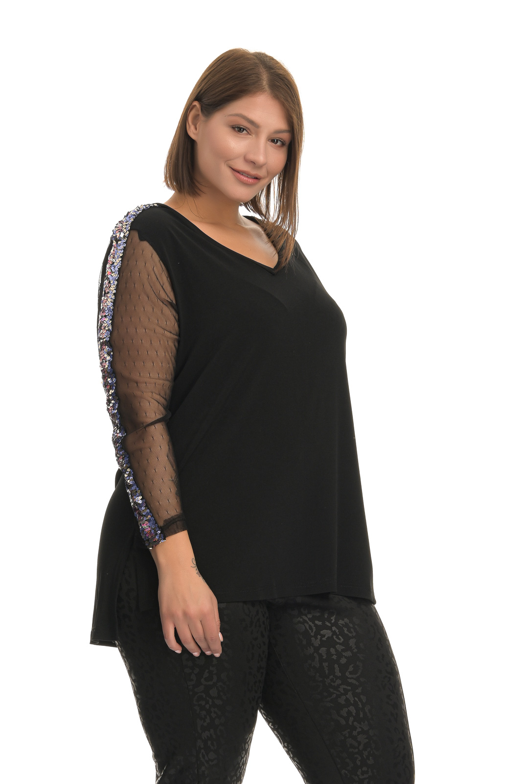 Μπλούζα μεγάλα μεγέθη διαφάνεια παγιέτα στα μανίκια ασύμμετρη.Στο eshop μας θα βρείτε οικονομικά γυναίκεια ρούχα σε μεγάλα μεγέθη και υπερμεγέθη.