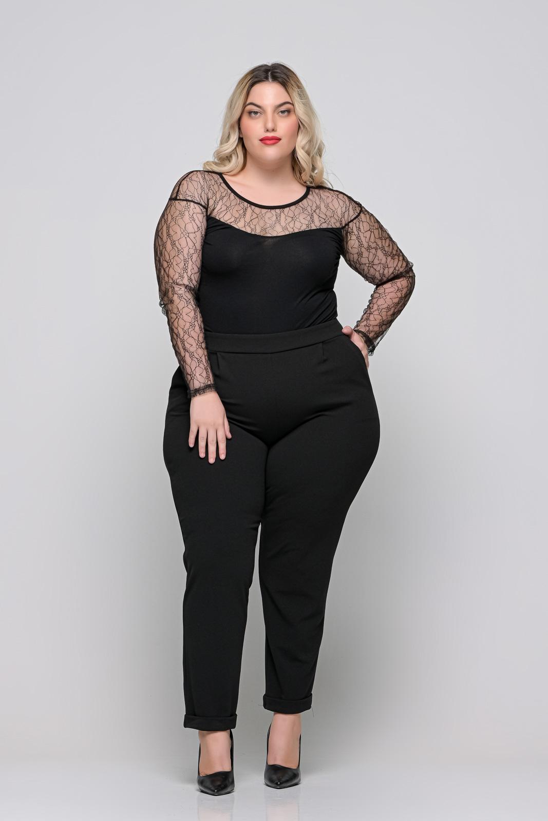 Κορμάκι μεγάλα μεγέθη με δαντέλα στο στήθος και τα μανίκια.Στο eshop μας θα βρείτε οικονομικά γυναίκεια ρούχα σε μεγάλα μεγέθη και υπερμεγέθη.