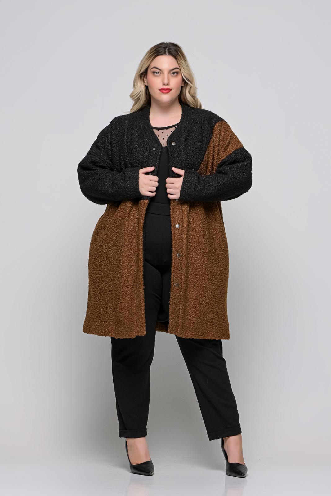 Παλτό μαύρο/καφέ μπουκλέ φοδραρισμένο με τσέπες. Στο eshop μας θα βρείτε οικονομικά γυναίκεια ρούχα σε μεγάλα μεγέθη και υπερμεγέθη.