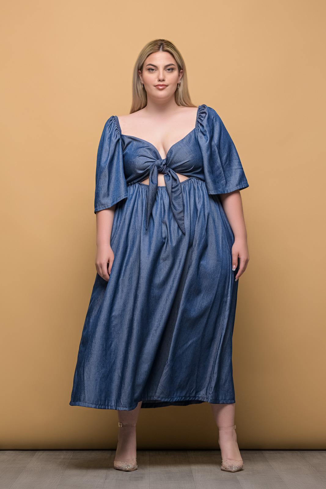 Φόρεμα τζιν με δέσιμο στο στήθος και λάστιχο στη μέση