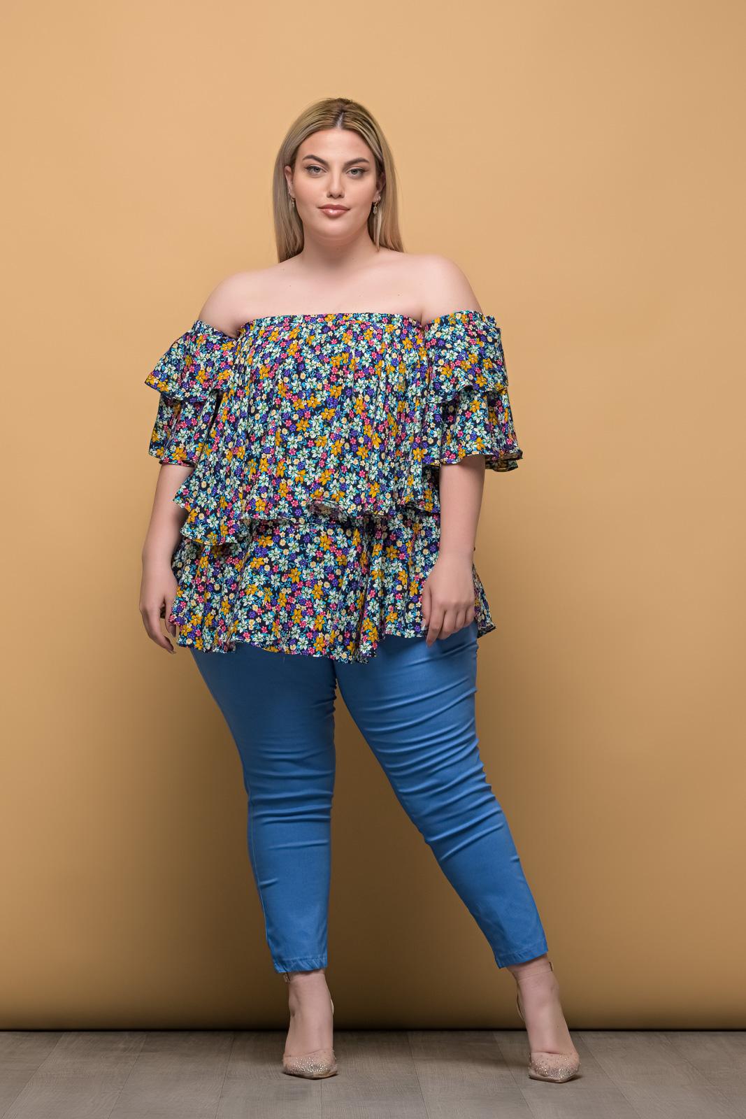 Στράπλες μεγάλα μεγέθη floral/μπλε με βολάν στο μανίκι.Στο eshop μας θα βρείτε οικονομικά γυναίκεια ρούχα σε μεγάλα μεγέθη και υπερμεγέθη.