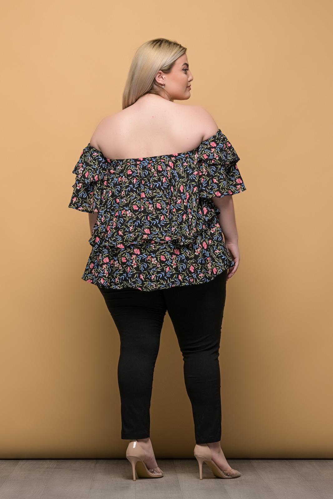 Στράπλες μεγάλα μεγέθη floral/μαύρο με βολάν στο μανίκι.Στο eshop μας θα βρείτε οικονομικά γυναίκεια ρούχα σε μεγάλα μεγέθη και υπερμεγέθη.