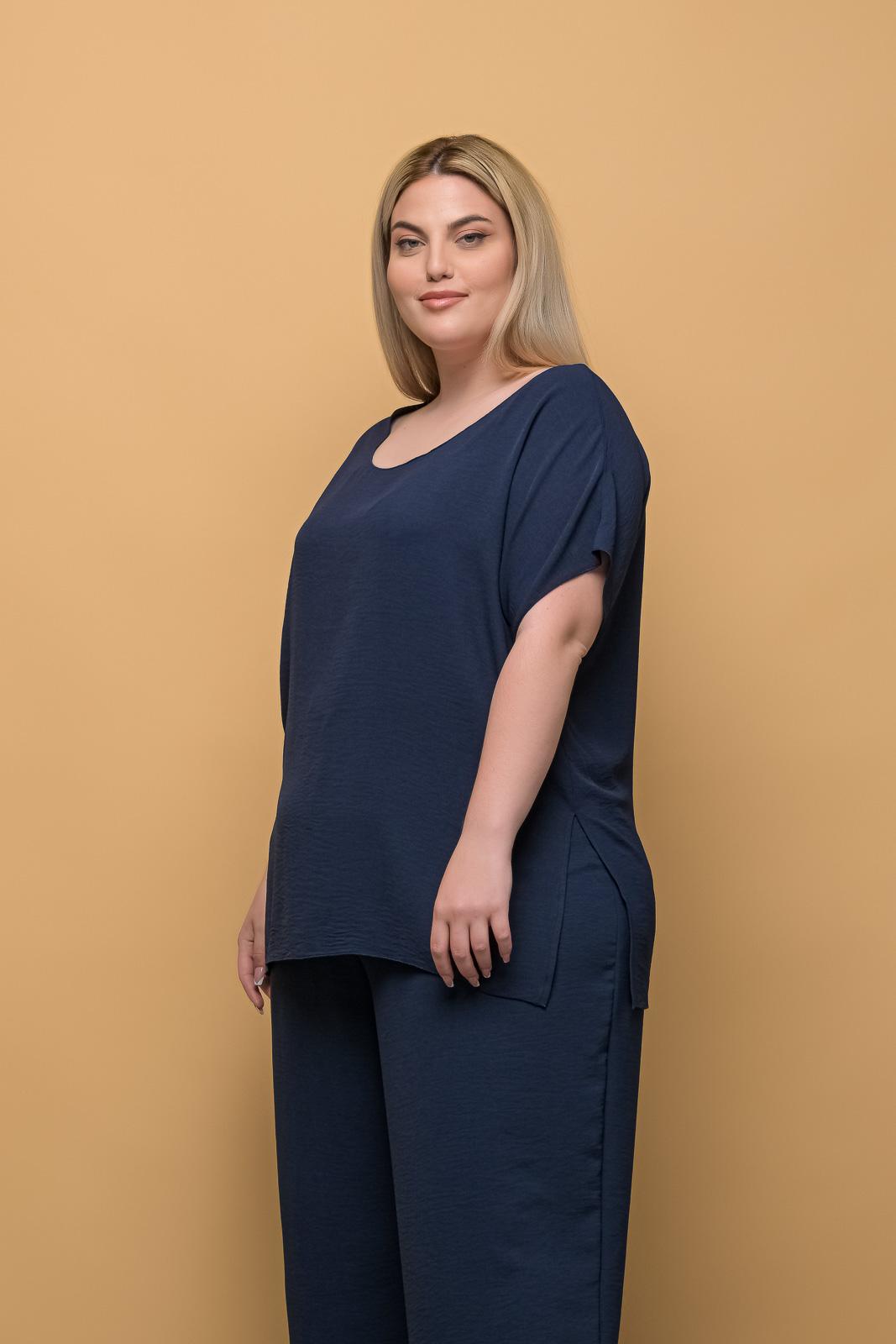 Μπλούζα ανάλαφρη μπλε με λαιμόκοψη