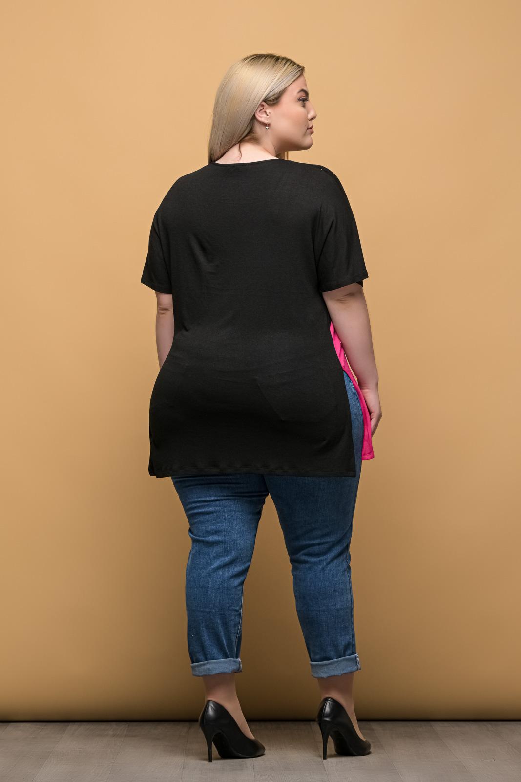 Μπλούζα μεγάλα μεγέθη ασύμμετρη σε τριχρωμία/μαύρη με V στο λαιμό.Στο eshop μας θα βρείτε οικονομικά γυναίκεια ρούχα σε μεγάλα μεγέθη και υπερμεγέθη.