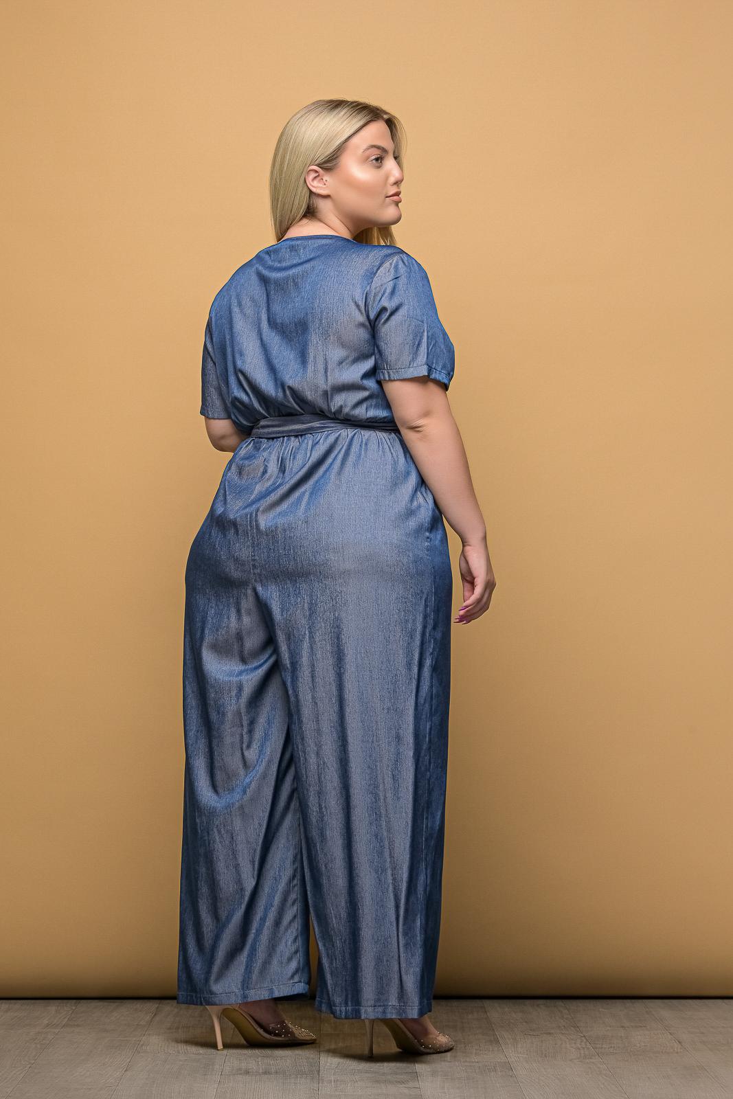 Ολόσωμη φόρμα μεγάλα μεγέθη κρουαζέ τζιν με ζωνάκι.Στο eshop μας θα βρείτε οικονομικά γυναίκεια ρούχα σε μεγάλα μεγέθη και υπερμεγέθη.