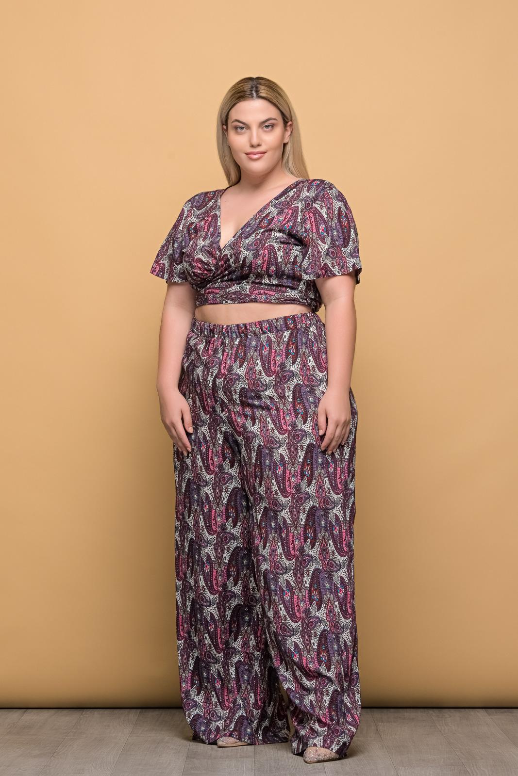 Κροπ-τοπ μεγάλα μεγέθη κρουαζέ floral/μωβ με δέσιμο..Στο eshop μας θα βρείτε οικονομικά γυναίκεια ρούχα σε μεγάλα μεγέθη και υπερμεγέθη.
