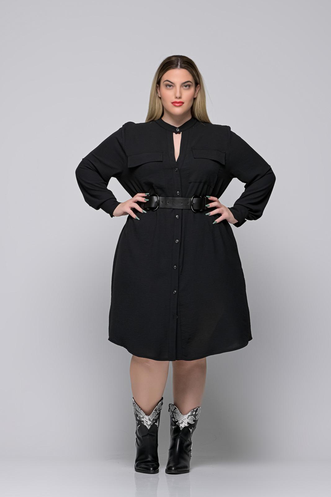 Σεμιζιέ φόρεμα μεγάλα μεγέθη μαύρο με ζωνάκι και μάο γιακά
