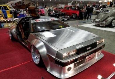 DeLorean из кинофильма «Вспять в будущее» на выставке в Стране восходящего солнца (10 фото)