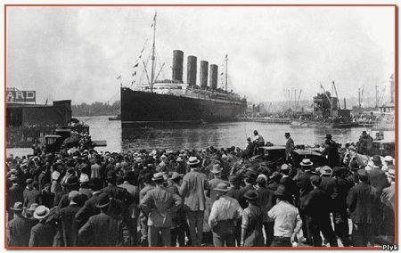 Гибель Титаника произошла из – за НЛО, а люди переместились через кротовую нору в наше время.