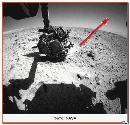 На этом фото хорошо видно как некий объект взлетает с поверхности Марса