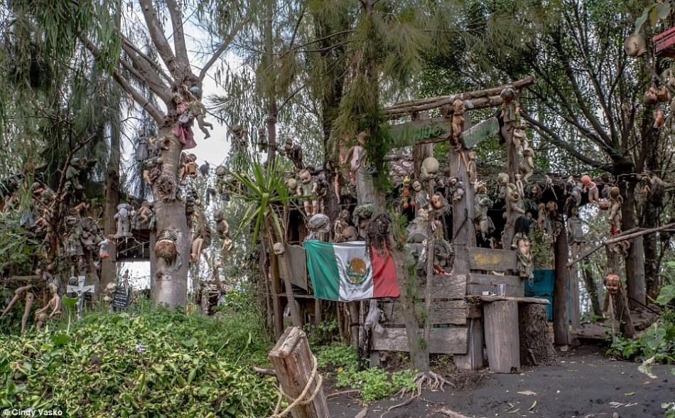 Остров Isla de las Munecas в Мексике