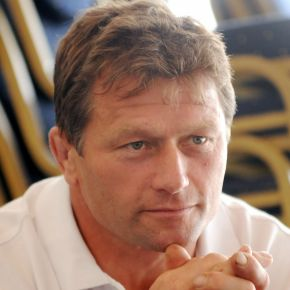 Plymouth Albion boss Dawe will check out trialists in pre-season