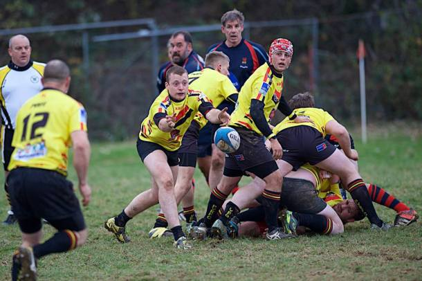 Plympton Victoria get a pass away against Devonport Services IIIs in Ellis Trophy (picture by Mark Andrews)