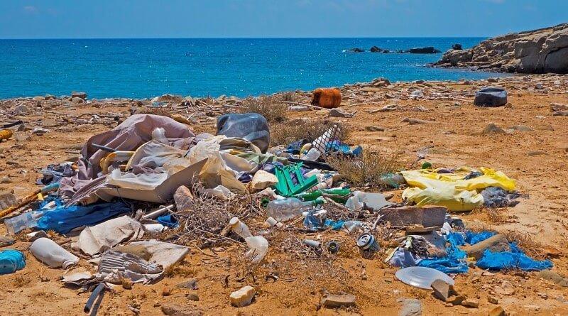plast u moře